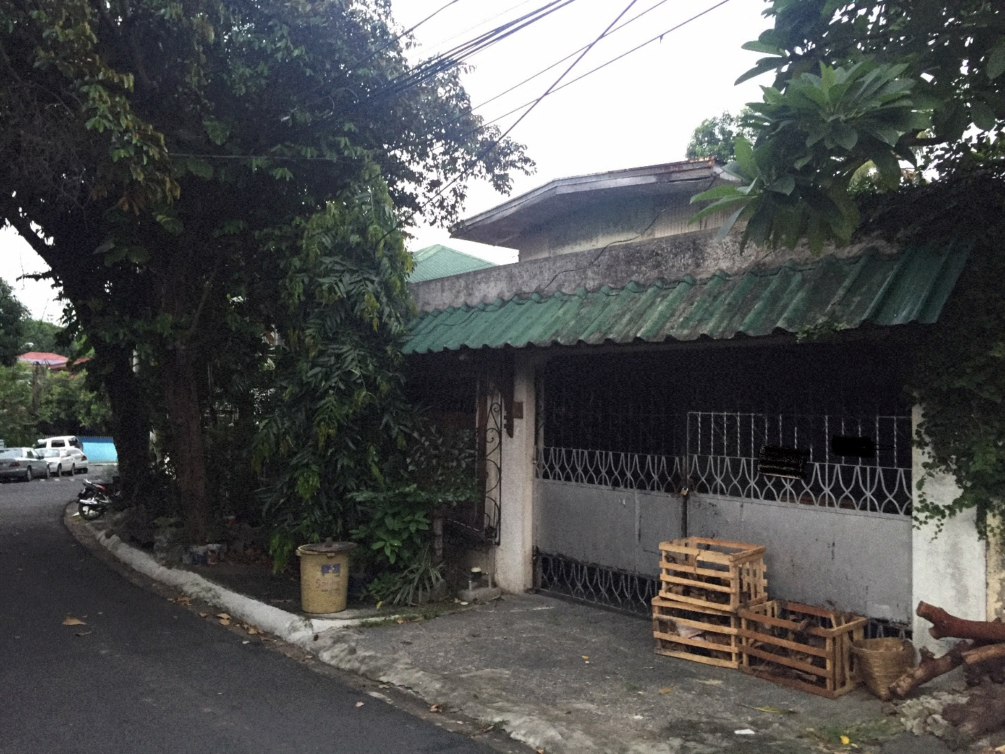 FOR SALE LOT w/ OLD 2 STOREY HOUSE