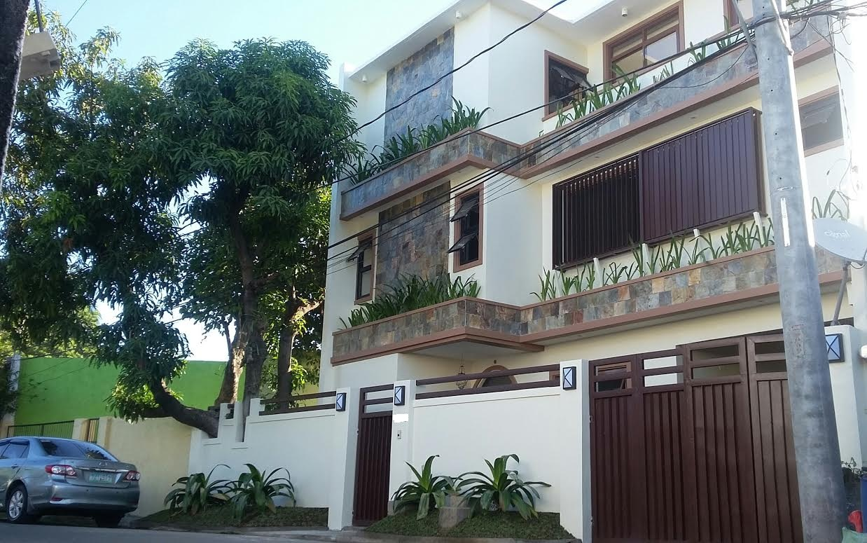 Cozy pre owned house and lot in Better Living Paranaque