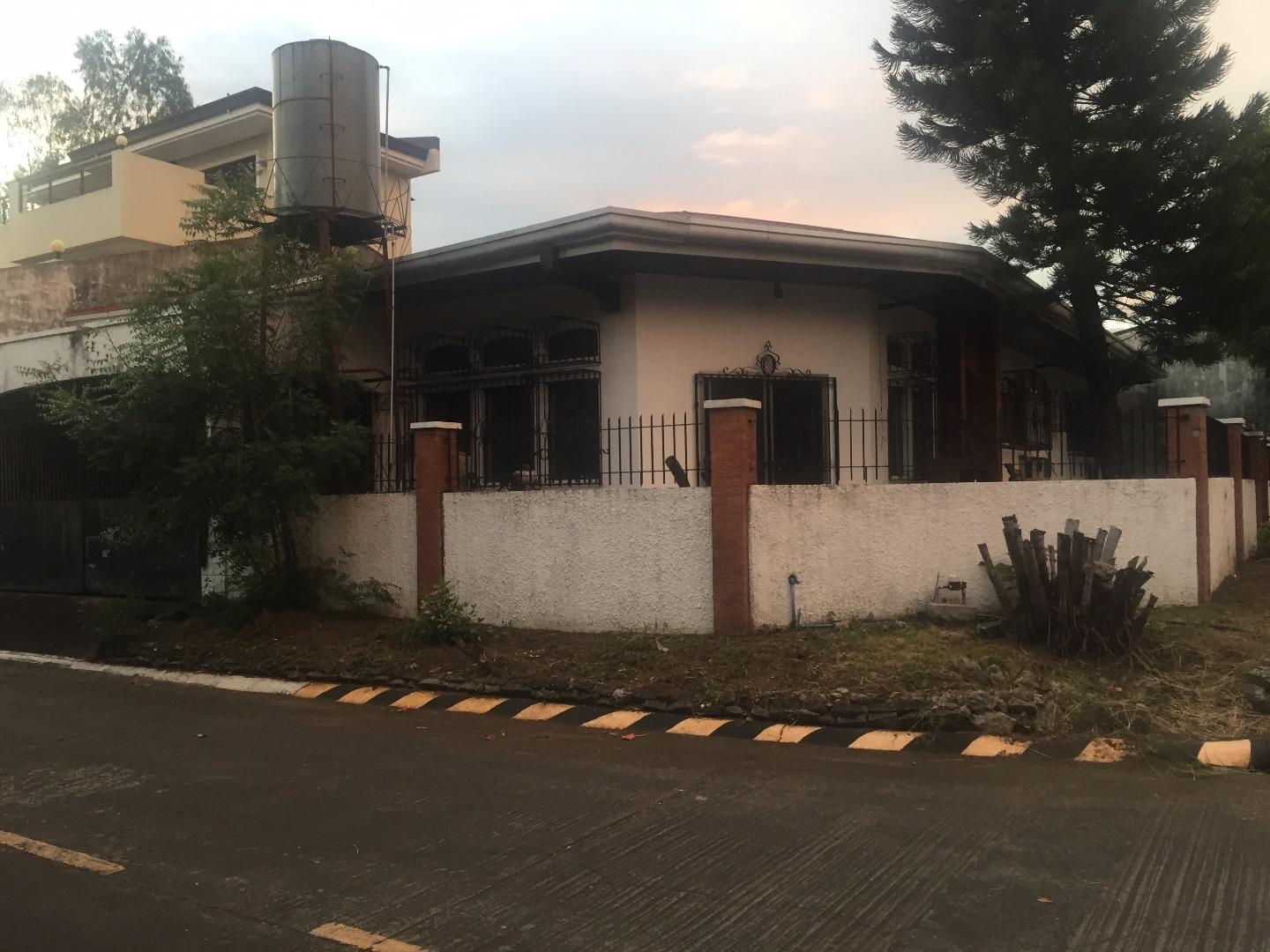 For Rent Bungalow House & Lot Bf Homes Paranaque