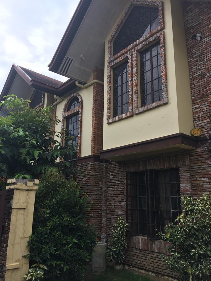 Pre owned Single detached house and lot in Parañaque