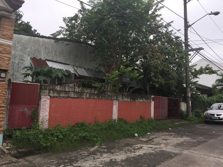 LOT FOR SALE WITH OLD HOUSE